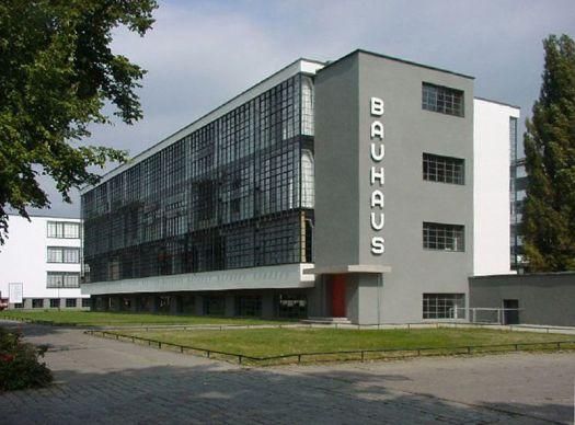 800px-Bauhaus (built 1925-26)